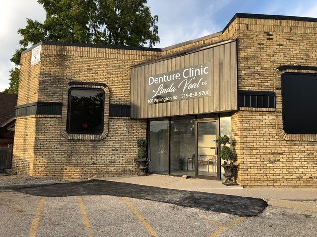 Picture of outside of Linda Veal Denture Clinic